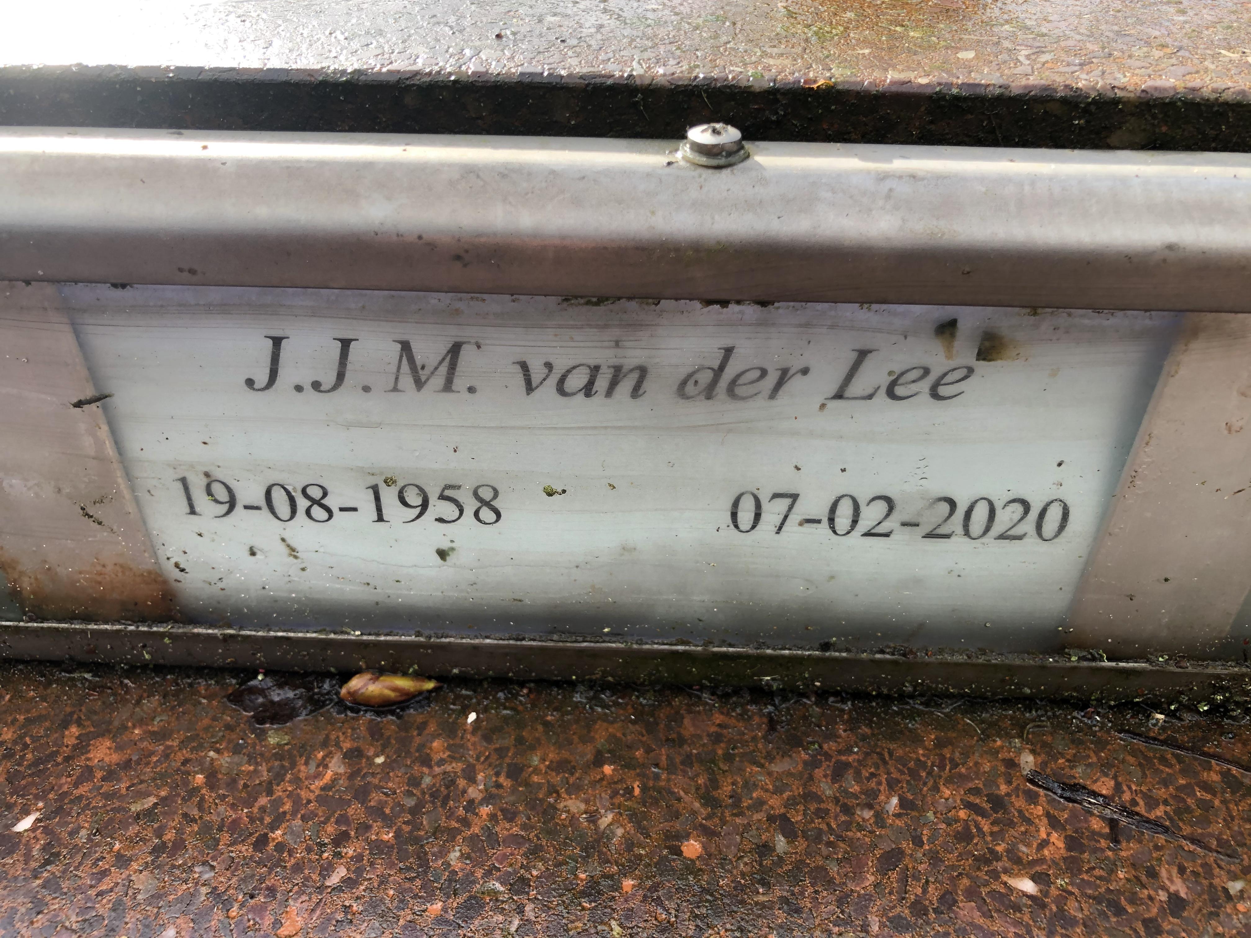 De naamplaat van Jan van der Lee (1958-2020)